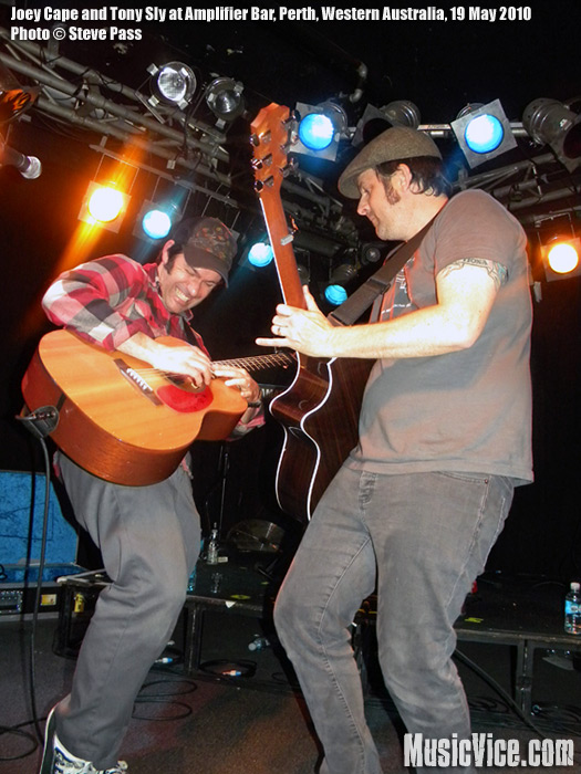 Joey Cape and Tony Sly at Amplifier Bar, Perth – Gig review and photos