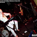 Mandek Penha at The Toff In Town, Melbourne - photo by Michael Bowser, Music Vice