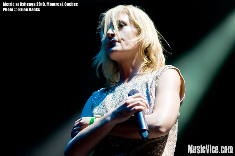 Emily Haines of Metric at Osheaga music festival, 1 August 2010 - photo by Brian Banks, Music Vice