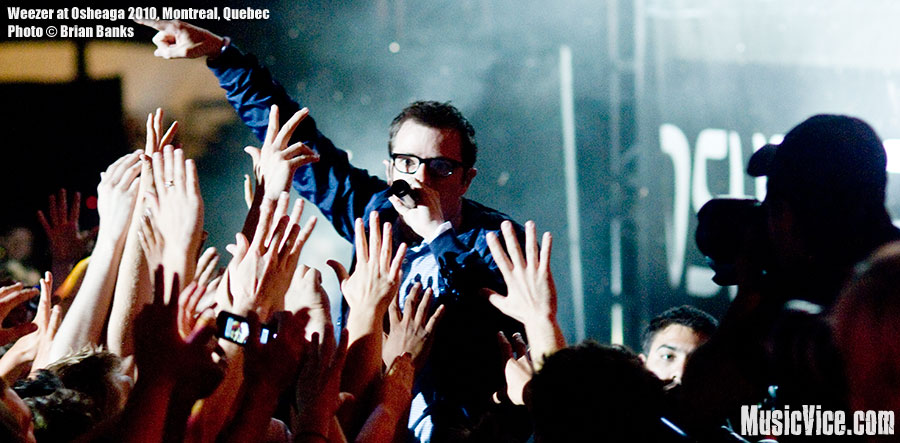 Rivers Cuomo of Weezer in the crowd at Osheaga music festival, 1 August 2010 - photo by Brian Banks, Music Vice