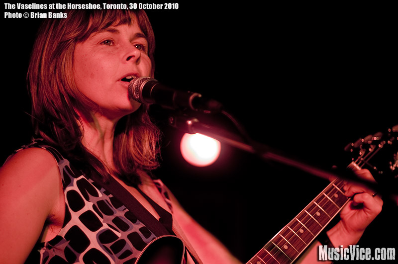 Frances McGhee of The Vaselines performing at the Horseshoe Tavern, Toronto, 30 October 2010 - photo by Brian Banks, Music Vice