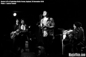 Dexter's DT at Tunbridge Wells Forum, England, 26 November 2010 - photo by Lauren Towner, Music Vice, All Rights Reserved