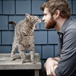 Dan Mangan... with a cat (photo Jonathan Taggart)