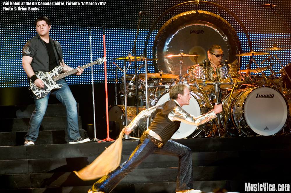 Van Halen at the ACC Toronto - Wolfgang, David Lee Roth, Alex Van Halen - photo Brian Banks, Music Vice