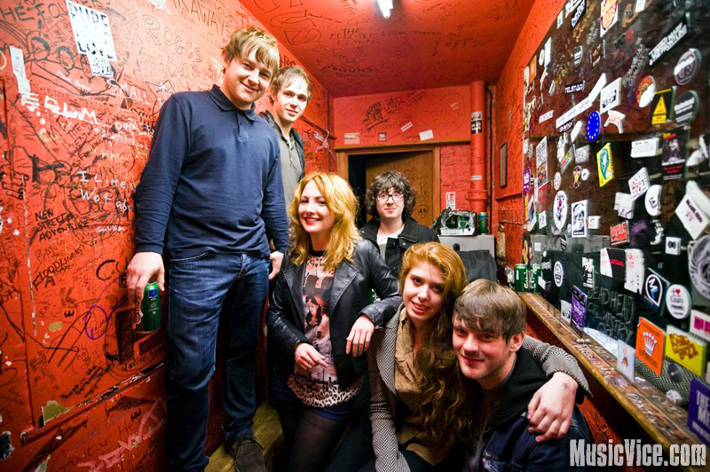 The Lines with Music Vice reporters Ngawara and Kate at The 100 Club, London - photo Andy Hughes