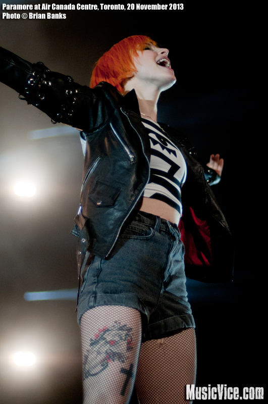 Paramore singer Hayley Williams performing at the Air Canada Centre, Toronto, 20 November 2013 - photograph by Brian Banks, Music Vice Magazine