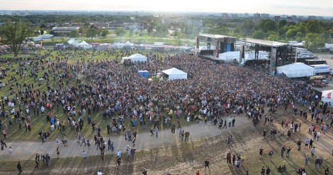 Aerial crowd shot of Riot Fest 2015, Toronto - photo Alyna Paddon, Music Vice
