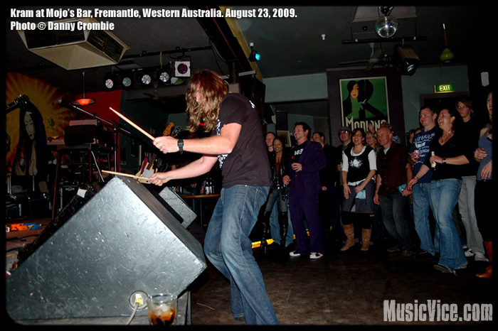 Kram with The Novocaines at Mojo's Bar, North Fremantle, WA, Australia, 23 August, 2009 – Show Review and Photos